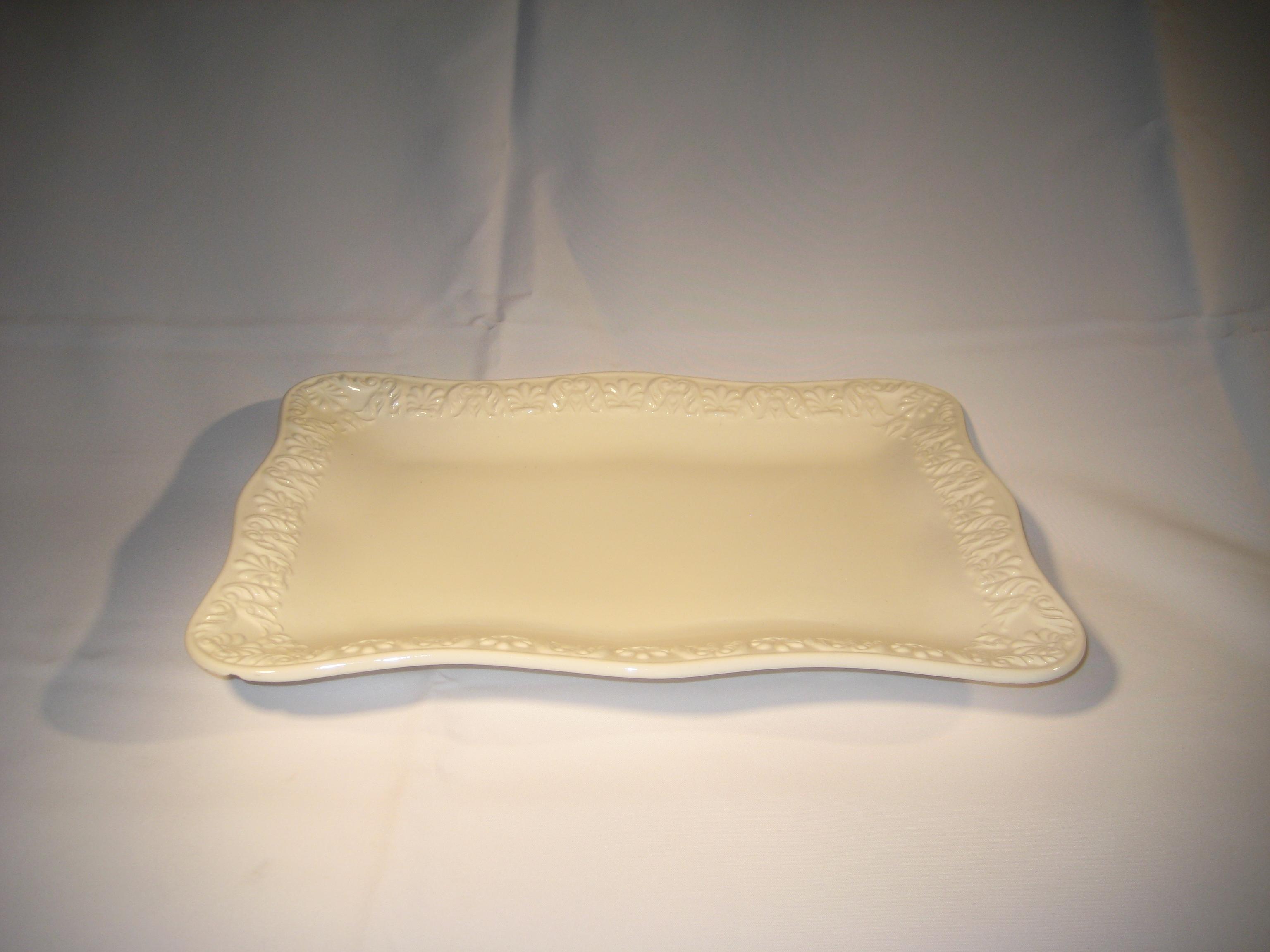 White Bizzirri Tray 16×12 or 22×17 & White Bizzirri Tray 16x12 or 22x17   A Grand Event