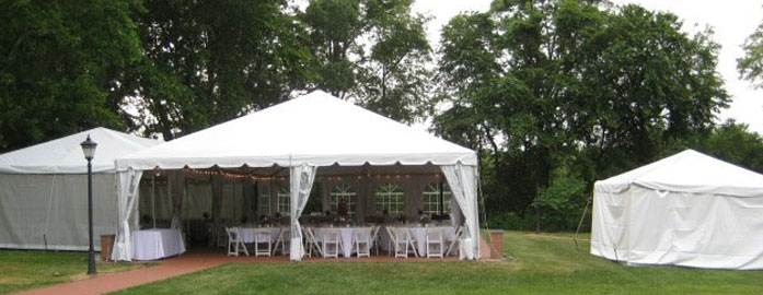 95 backyard party tent ideas party tent guest table for Outdoor party tent decorating ideas